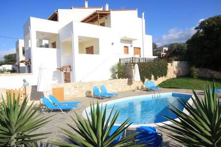 Exclusive Villa mit Pool, Meerblick in Kreta Rethy - Roussospiti
