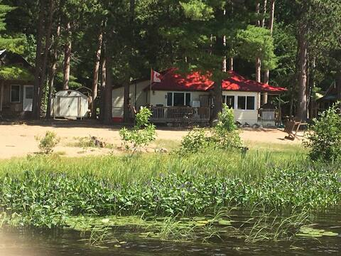 Lakefront Cottage on Lake Talon