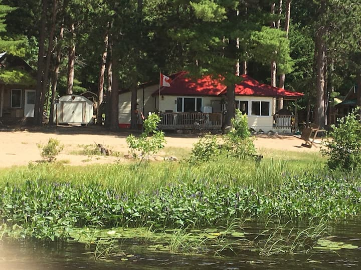 Lakefront Cottage on Lake Talon