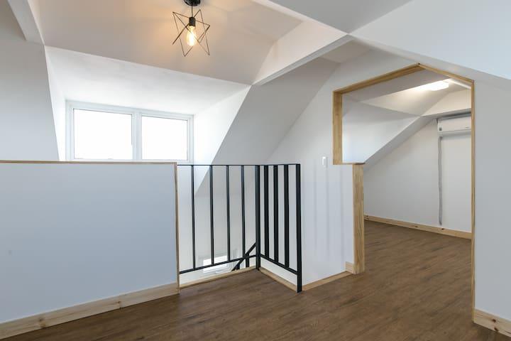 2층 거실에서 본 침실~~~ 2층은 오픈형 구조입니다~