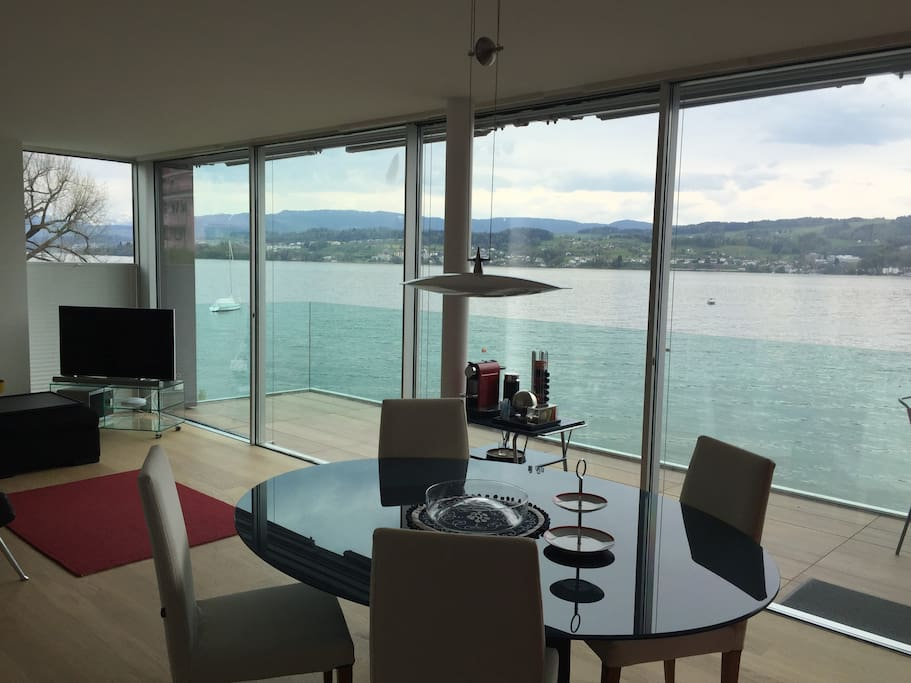This is the flat loft with views over the lake of Zurich, dining table, TV and balcony