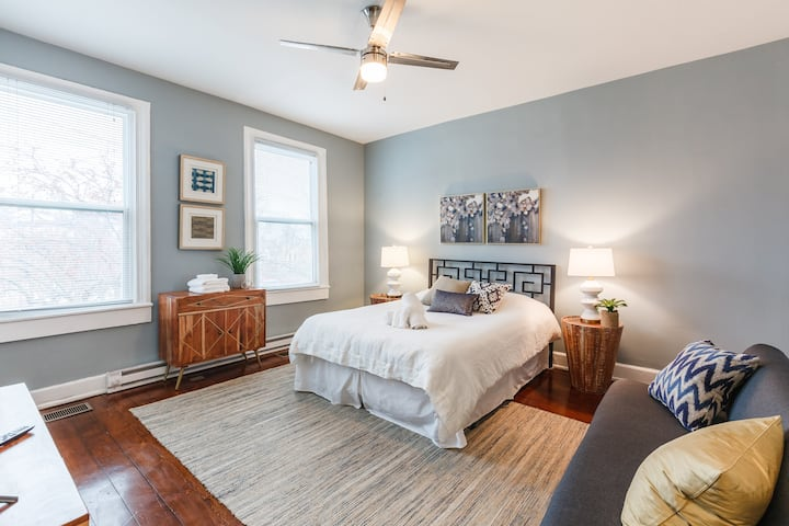 ♥ Stylish Flat in Walkable Downtown w/ Parking