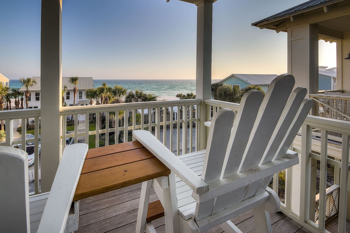 Relax on this balcony while listening to the soothing waves of the Gulf.