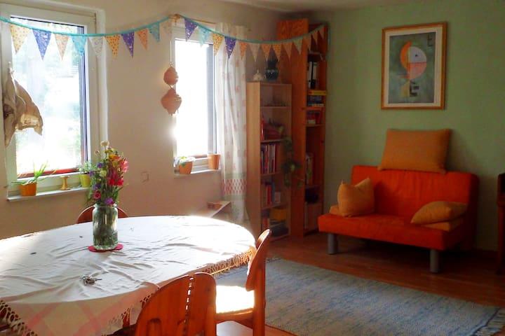 Gemütliche Zimmer in naturnahem Haus