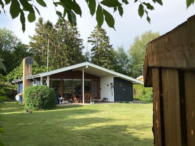 Sortsø ved Farøbroerne, shelter og vildmarksbad