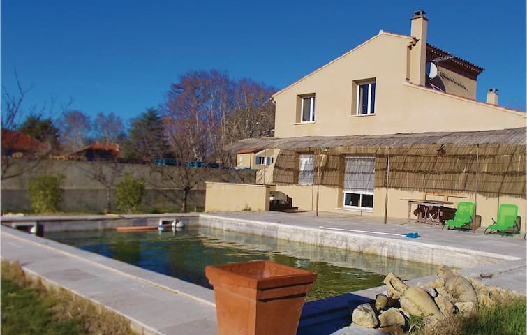 Holiday cottage with 3 bedrooms on 120 m² in Loriol du Comtat