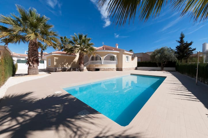 Luxury 3 bedroom villa with private pool - Benijofar - Huvila