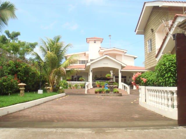 Villa Vimar ocean front, property - Pochomil - Haus