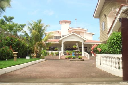 Villa Vimar ocean front, property - House