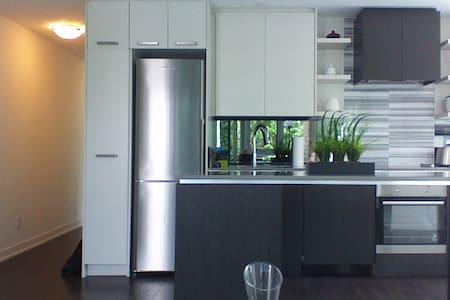 Comfortable, quiet and convenient - Toronto - Condominio