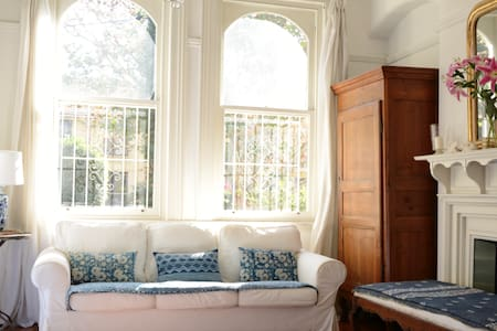 Gorgeous Woollahra Terrace - 10mins Bondi Junction