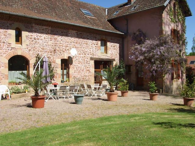Les Communs, 3 chambres d'hôtes, chambre Glycine - Franchesse - Gjestehus