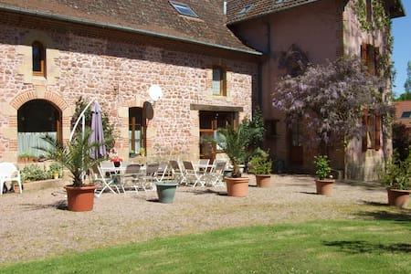Les Communs, 3 chambres d'hôtes, chambre Glycine - Franchesse - Guesthouse