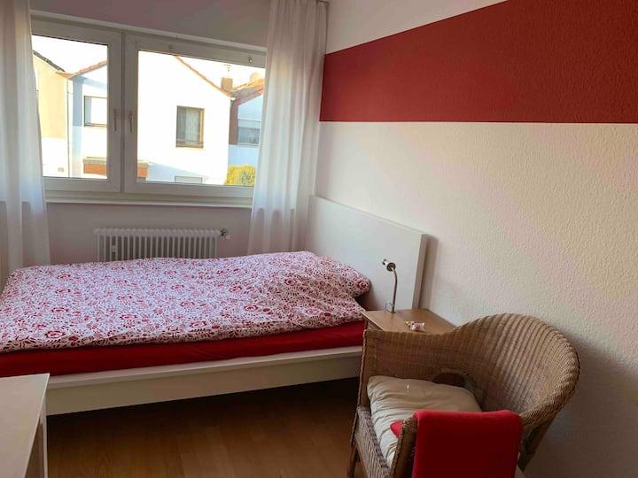 Ruhiges Zimmer, super Anbindung Bonn/Köln