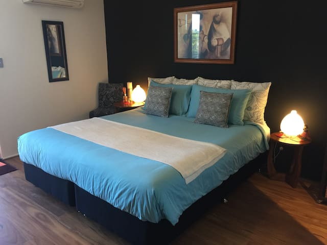 Luxury Accommodation in Scarborough - Scarborough - House