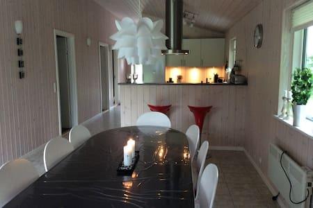 Sommerhus i naturområde ved fjord - Gedsted - Zomerhuis/Cottage
