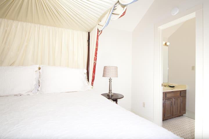 The Natchez Pearl - Elaine's Room