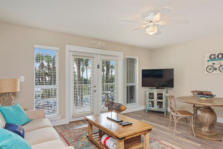 Beautiful 1BR Gulf Place Condo~Great Location