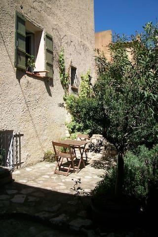 Charmant T2 dans maison de village - Éguilles - Apartamento