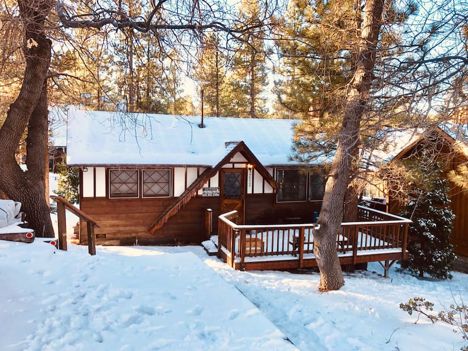 Bright and cheery cabin, nestled in a quiet community.