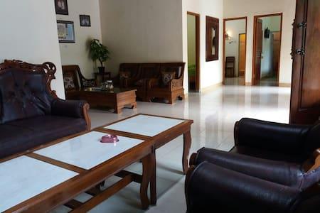 Economy I (Homestay Anugrah Borobudur)