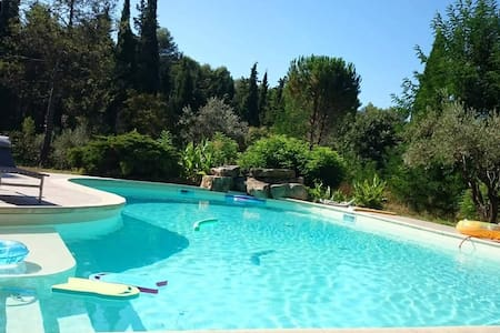 Chambre d'hôte+piscine/jardin+petit dejeuner - Prades-le-Lez - Villa