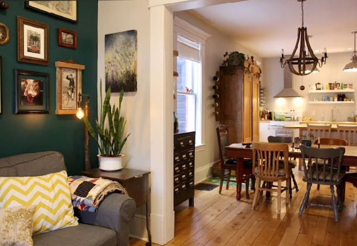Cozy Century Home - Come Stay in the Avenues!