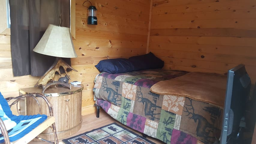 Cozy Cabin mini BnB