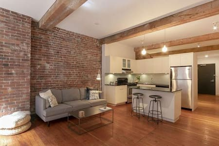 Cozy and Chic Loft in the Heart of Gastown, DT