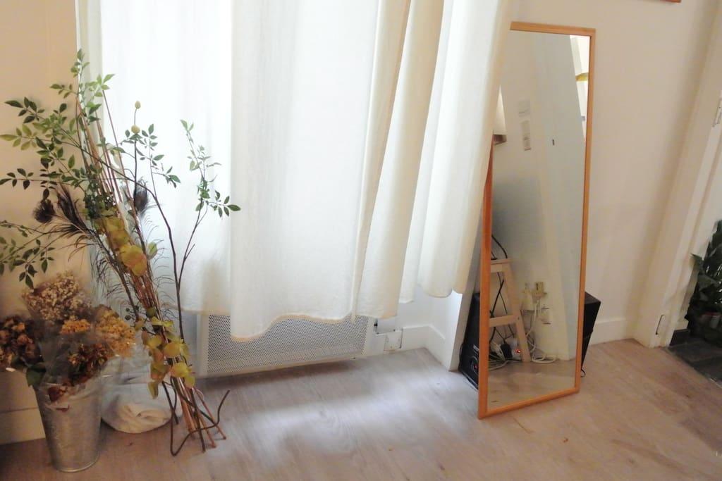 living room /salon coté fenêtre