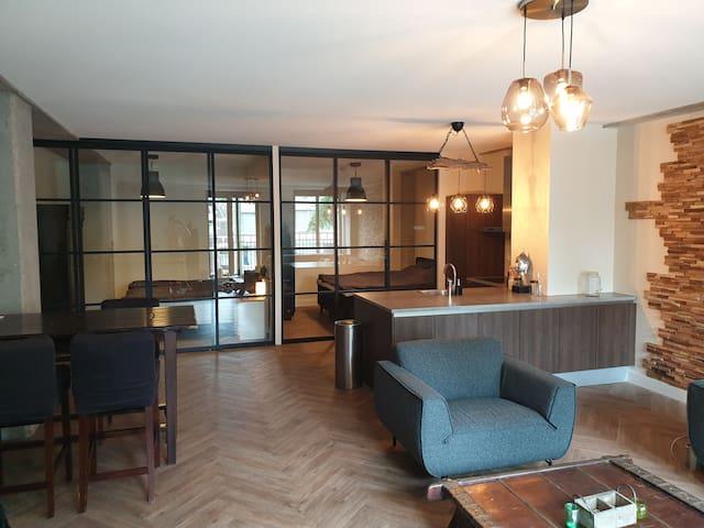 Luxury bedroom loft in heart of Rotterdam
