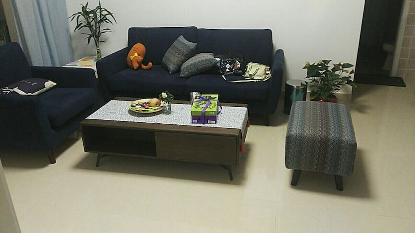 Comfortable apartment with convenient traffic 舒适小屋