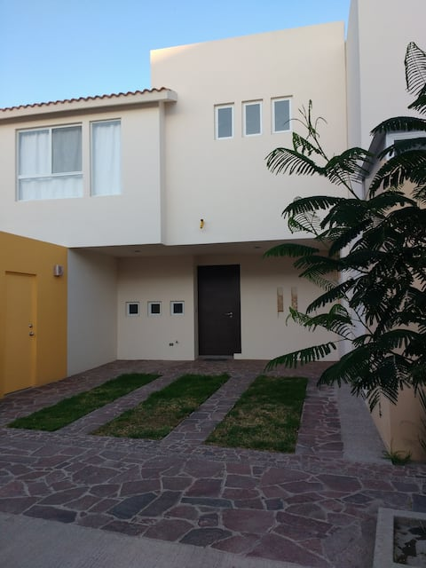 EQUIPPED HOUSE IN PRIVATE INDUSTRIAL AREA