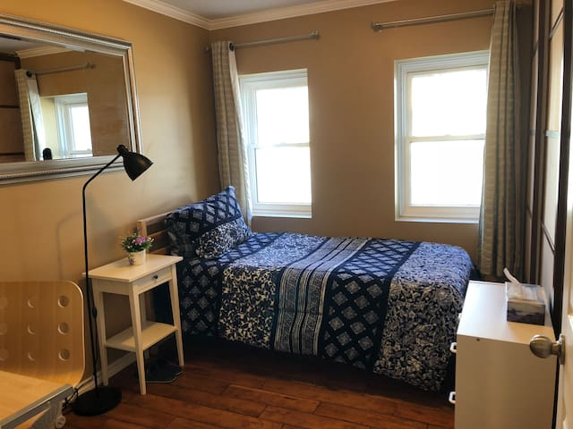 Cozy & Elegant Single Room near Downtown/Queen's