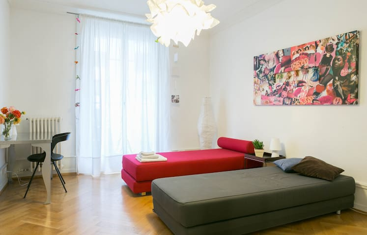 Spacious room near museums and galleries - Geneve - Huoneisto