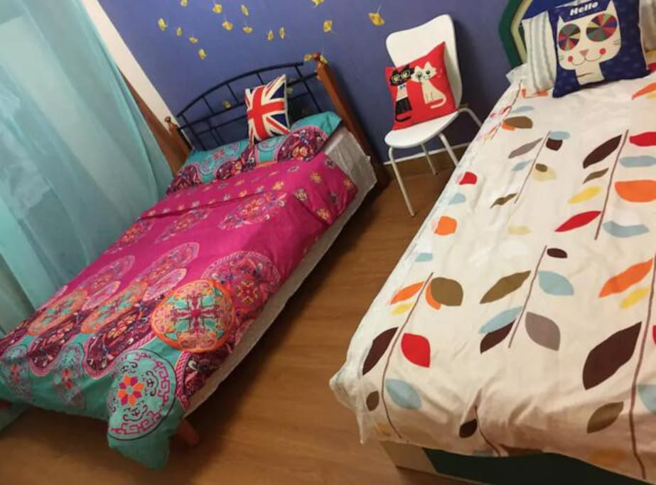 bedroom 1 :1 double bed,1 single bed