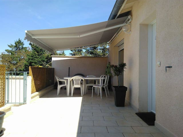 Appartement 90m2 + 30m2 terrasse + 50m2 jardin - Jaillans - Apartmen