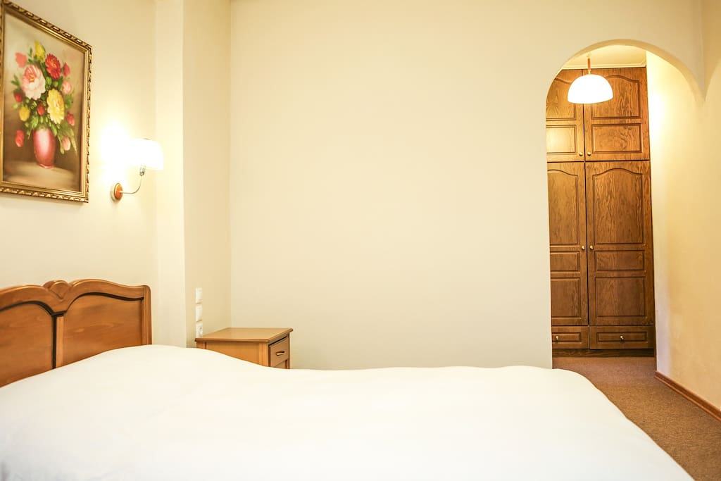 STANDARD TWIN OR DOUBLE ROOM