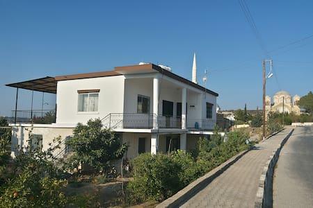Ev, Pamuklu köyü / Bafra köyü, Kıbrıs, Cyprus