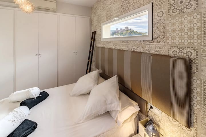 Main Bedroom with stunning views of La Alhambra