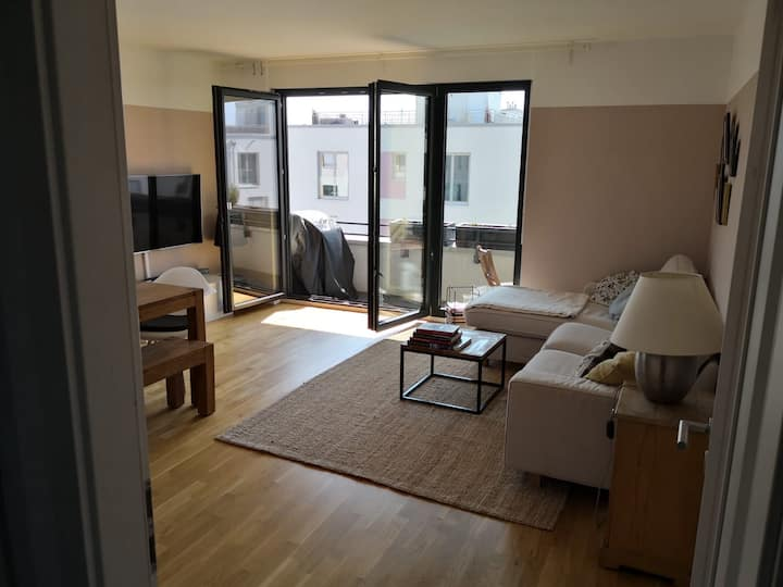 New 3 bedroom apartment beside park and lake