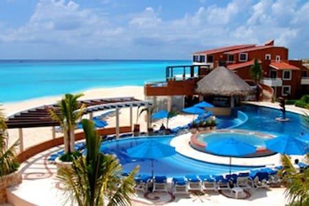 Location, Location, Location!  Beachfront in Playa - Kondominium