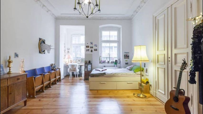 Huge bright room with private balcony in Kreuzberg - Berlin - Apartemen