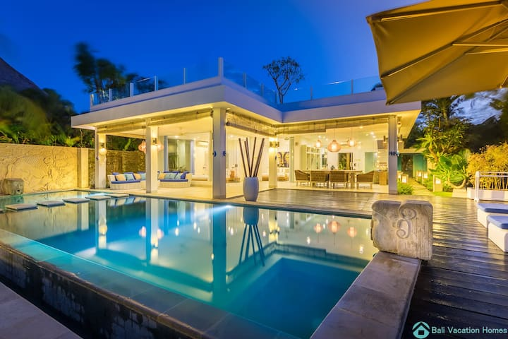 Ocean Beachfront Luxury Design Villa @ Lovina