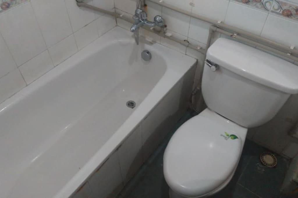 房间内独立卫生间洗浴室