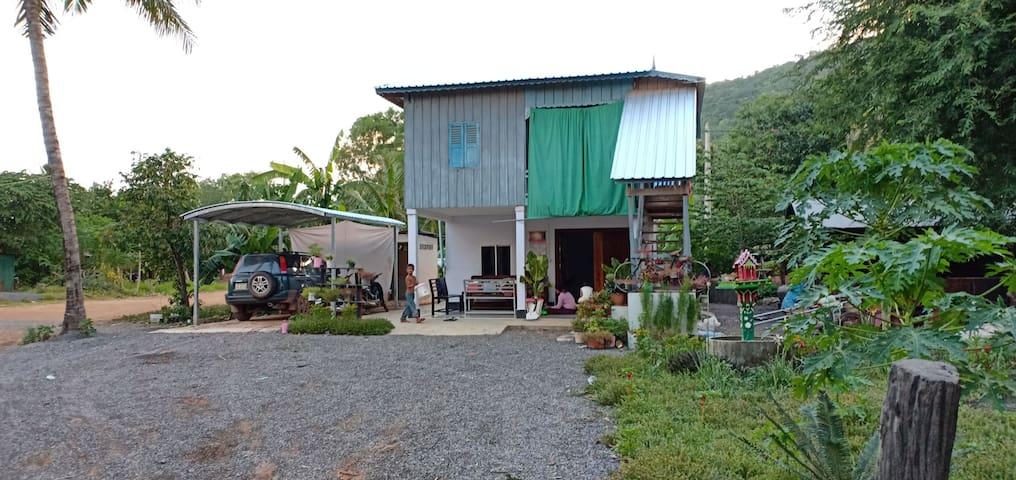Phnomsampov garden house