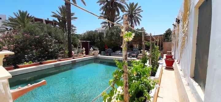 Djerbahouch villa avec piscine.