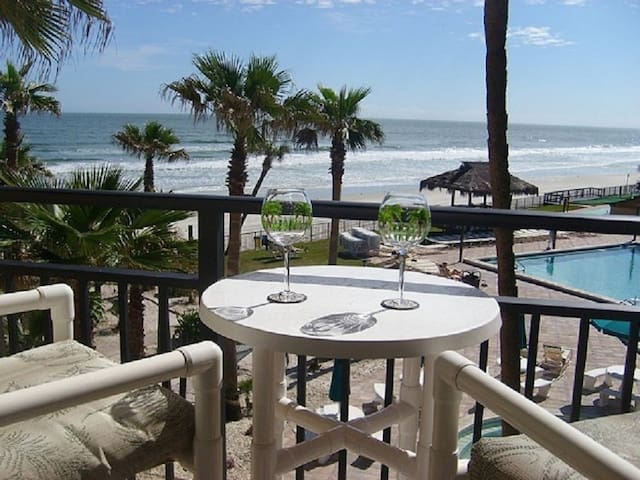 Great Ocean View overlooks pool - Daytona Beach Shores - Ortak mülk