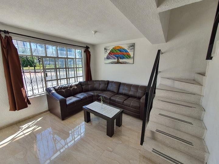 Casa acogedora recién remodelada / Cozy house