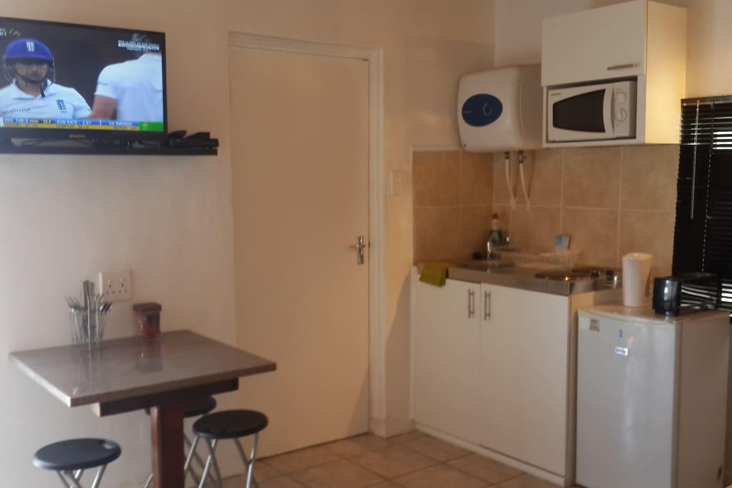 Kitchennette and breakfast nook